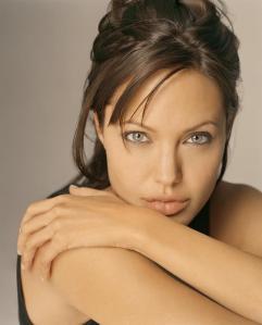 Angelina Jolie Paling Populer di Internet