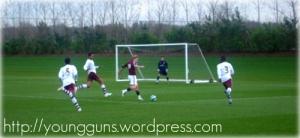 Para pemain Arsenal sedang latihan